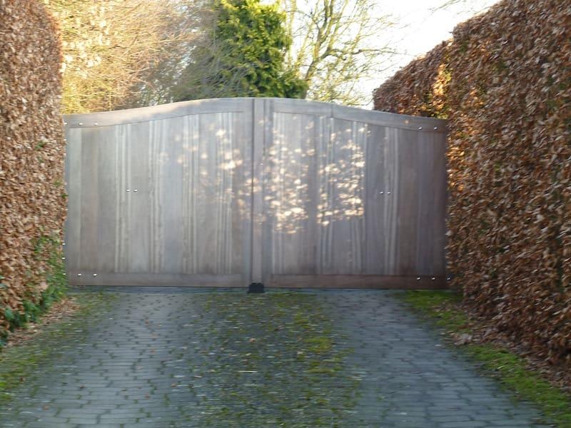 Gebogen poort - Iroko