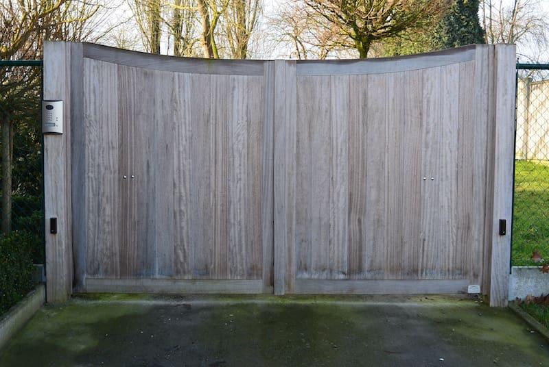 Houten gebogen poort beplanking verticaal - Iroko