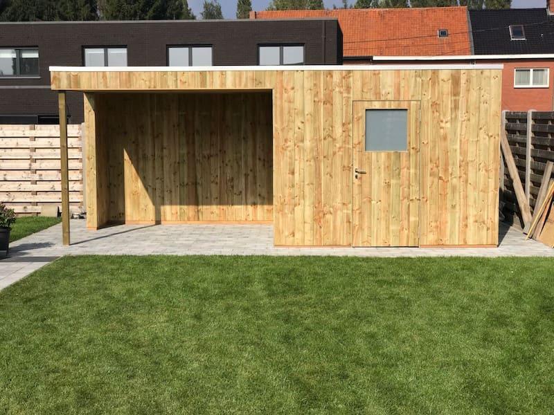 Strak tuinhuis met zitruimte in geïmpregneerd hout